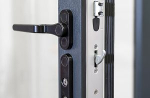 Bifold door handle and lock